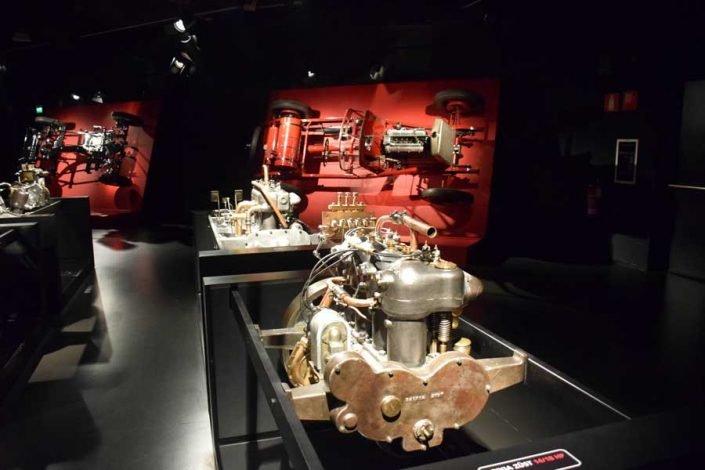 İtalya Torino Otomobil Müzesi motorlar sergi salonları - Italy Turin Automobile motor exhibition halls (Museo Nazionale dell'Automobile)
