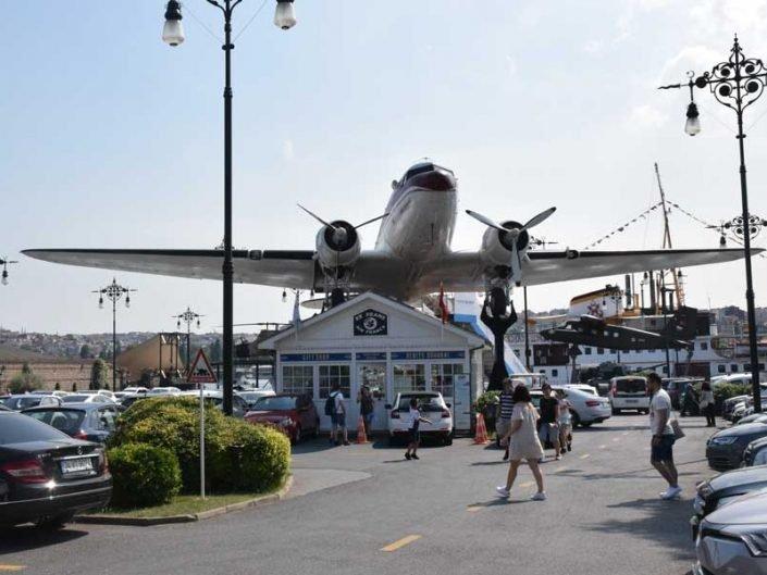 Rahmi Koç Müzesi fotoğrafları gerçek nostaljik uçak ve terminal binası - Rahmi Koc Museum real nostalgic aircraft and terminal building