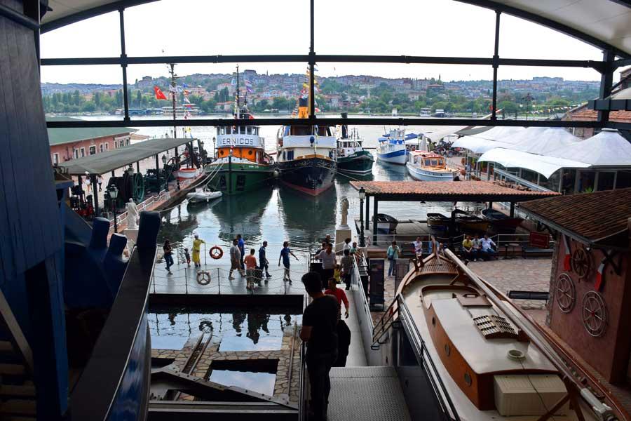 Rahmi M. Koç Müzesi gezilebilir açık alanı - Rahmi Koc Museum outdoor area sections