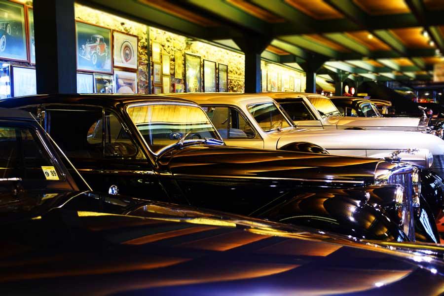 Rahmi M. Koç Müzesi klasik arabalar salonu - Rahmi M. Koc Museum classical cars hall
