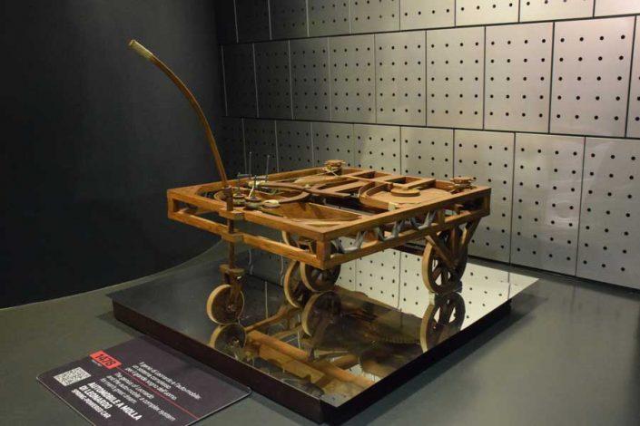 Torino Otomobil Müzesi 1478 yılında tasarlanan araba - Turin Automobile Museum Car designed in 1478 (Museo Nazionale dell'Automobile)