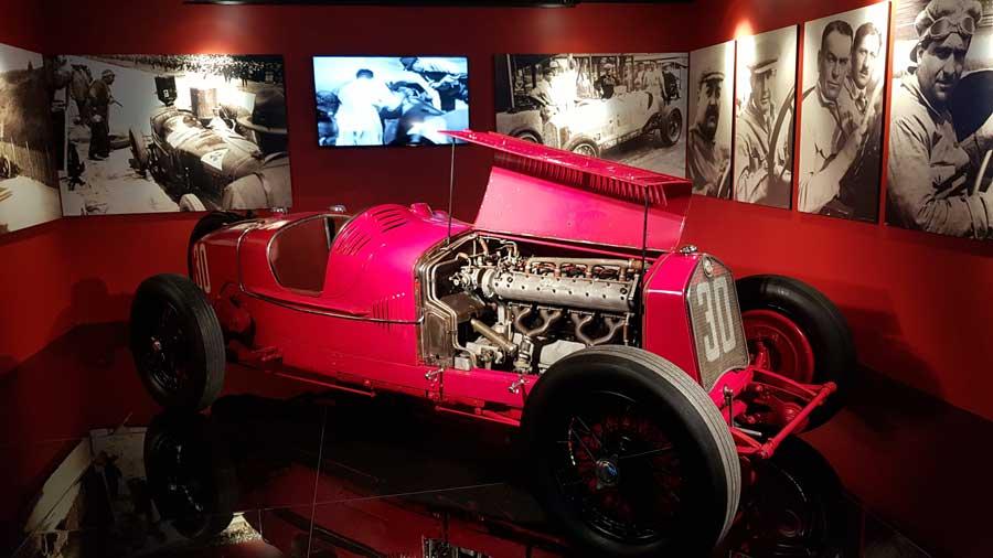 Torino Otomobil Müzesi 1930 model F1 Alfa Rome P2 - Turin Automobile Museum 2009 Ferrari 458 Italia (Museo Nazionale dell'Automobile)