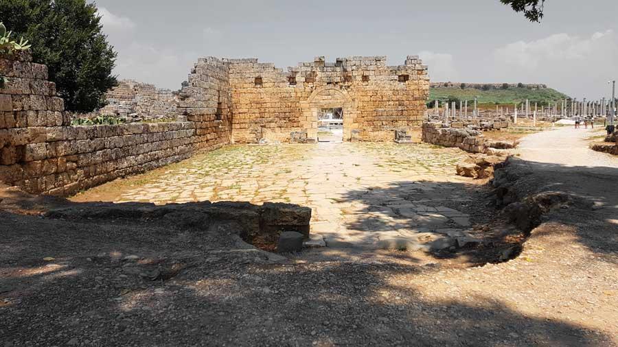 Antalya Perge antik kenti fotoğrafları erken dönem kent kapısı - Perge ancient city early period city gate