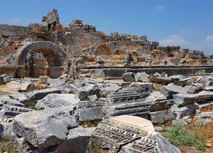 Antalya gezilecek yerler Perge antik kenti Septimus Severus çeşmesi - Perge ancient city the Nymphaion of Septemius Severus