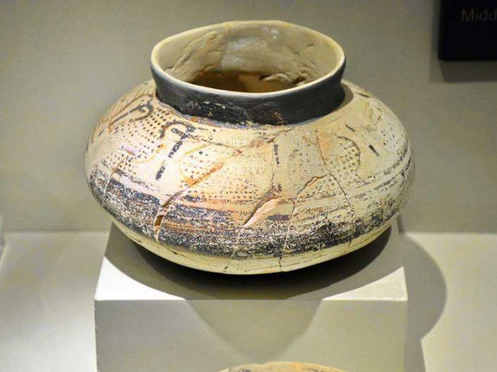 Mardin Müzesi Geç Neolitik ve Erken Kalkolitik Çağ pişmiş toprak çömlek - Late Neolithic and Early Calcholitic Age baked clay pot