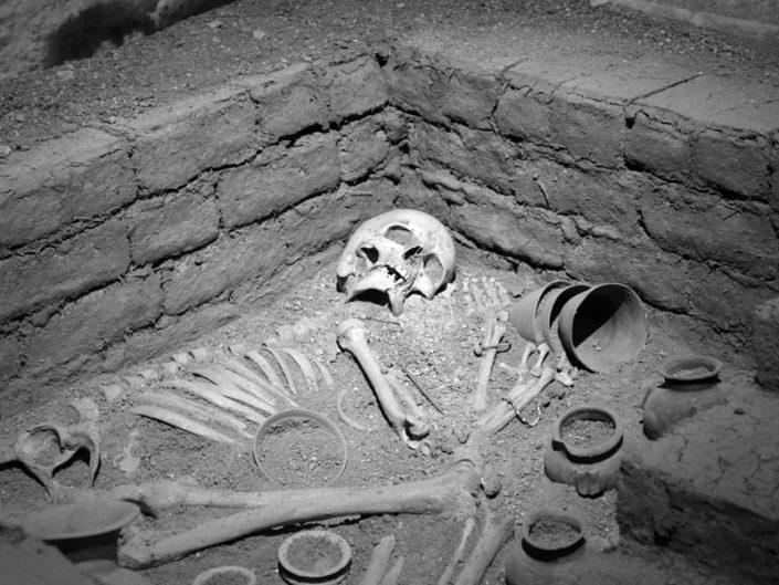 Mardin Müzesi Girnavaz Kazısı Erken Sümer Dönemi mezarı MÖ 3000 - Mardin Museum Gırnavaz Excavation Early Sumerian Necropolis 3000 BC
