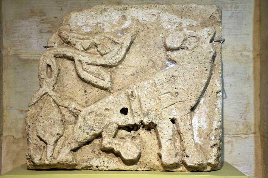 Mardin Müzesi Nusaybin Mor Yakup Kilisesi Aslan kabartması 12-14. yy - Mardin Museum Nusaybin Saint Jacob Church Lion relief 12-14th Century