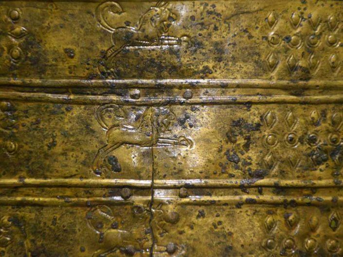 Mardin Müzesi Urartu adak levhası Orta Demir Çağı MÖ 900-600 - Mardin Museum Urartian Votive Plaque Middle Iron Age 900-600 BC