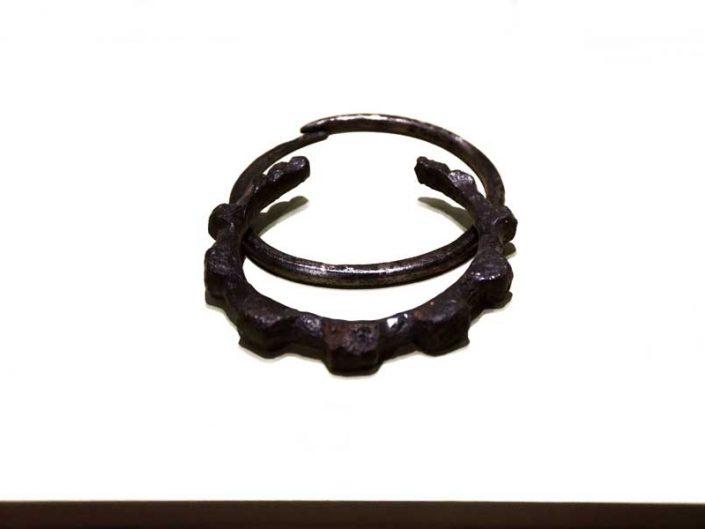 Mardin Müzesi demir bilezik Orta Demir Çağı Yeni Asur Dönemi - Iron bracelet Middle Iron Age Neo-Assyrian Period