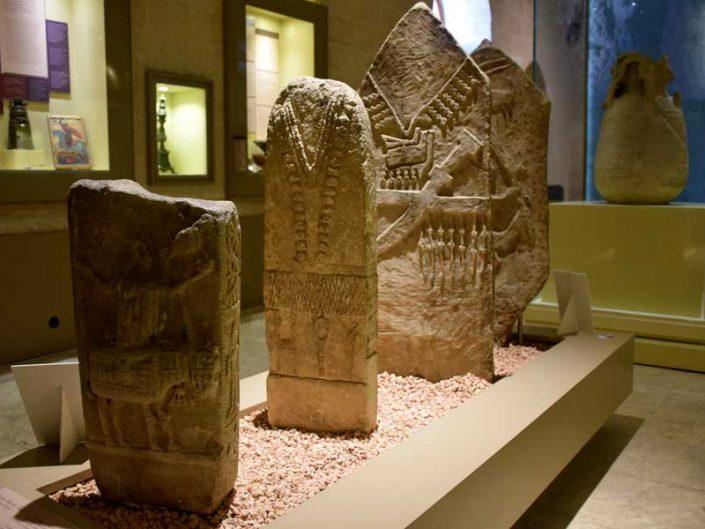 Mardin Müzesi fotoğrafları Göçebe mezar taşları Cizre MS 11-20.yy - Mardin Museum Nomadic gravestones AD 11-20th Century