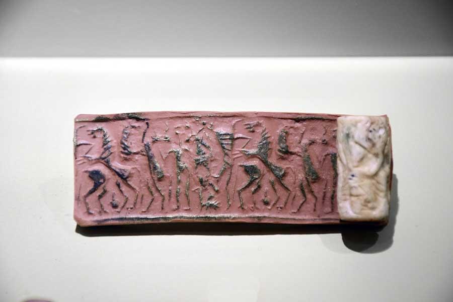 Mardin Müzesi silindir mühür Orta Demir Çağı Yeni Asur Dönemi MÖ 900-600 - Mardin Museum cylinder seal Middle Iron Age Neo-Assyrian Period 900-600 BC
