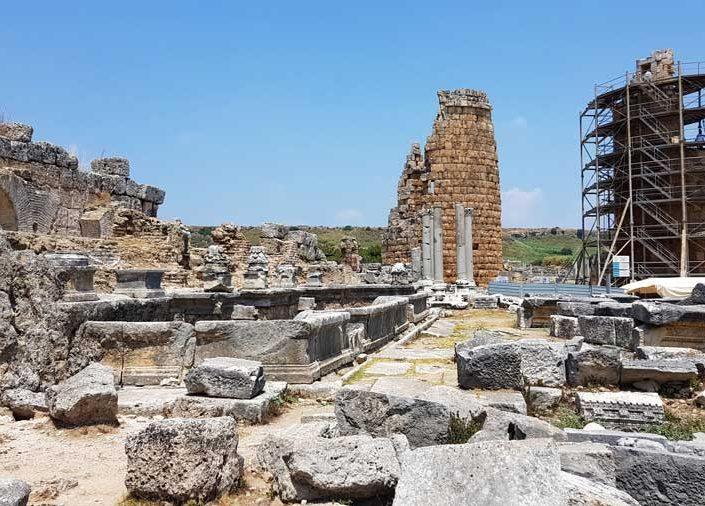 Perge Septemus Severus çeşmesi ve Helenistik kuleler - Perge ancient city the Nymphaion of Septemius Severus and Hellenistic towers