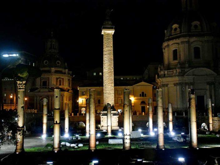 Roma İmparatorluk Forumları Meryem'in En Kutsal Kilisesi ve Trajan sütunu - Roman Imperial Forums Church Of The Most Holy Name Of Mary and Trajan's Column
