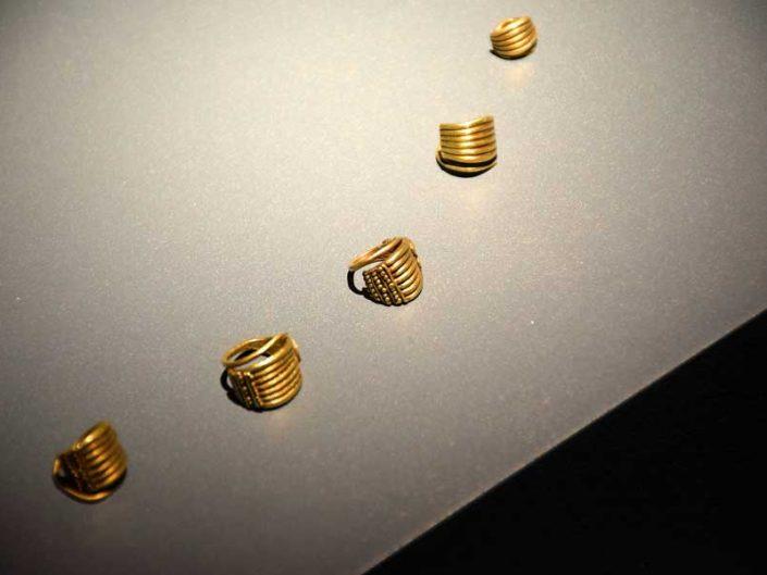 Troya müzesi Troas hazinesi saç takısı İlk Tunç Çağı MÖ 3000 - Troy museum Troad treasure gold hair ornament Early Bronze Age 3000 BC