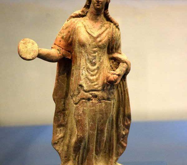 Troya müzesi Truva antik kenti helenistik dönem kadın heykelciği - Troy museum Troya ancient city Hellenistic period woman figurine