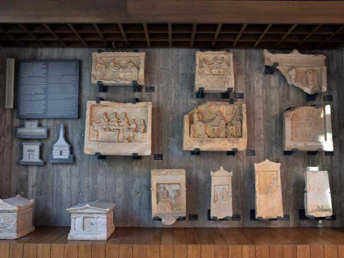 Troya müzesi antik dönemlere ait mezar stelleri - Troy museum tombstones in Antiquity