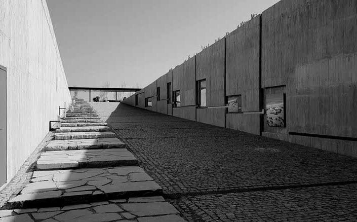 Troya müzesi girişi ve Troya antik kenti katmanları şeması - Trojan museum entrance and the scheme of the layers of the ancient city of Troy
