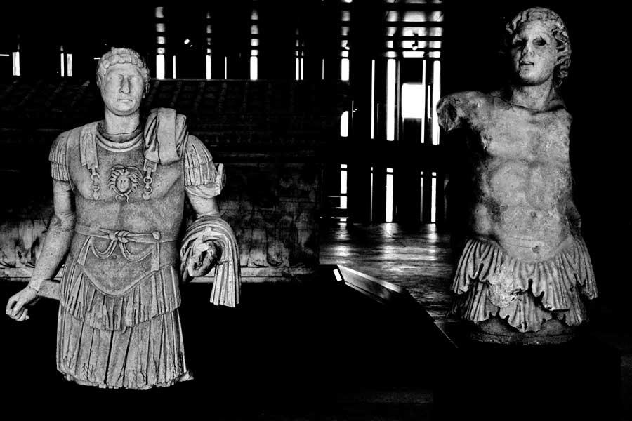 Troya müzesi imparator Hadrian ve Kentauros Triton heykeli - Troy museum emperor Hadrianus and Kentauros Triton statue