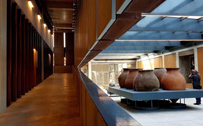 Troya müzesi mimari detayları ve tarihi eserleri - Troy Museum architectural details and historical artifacts