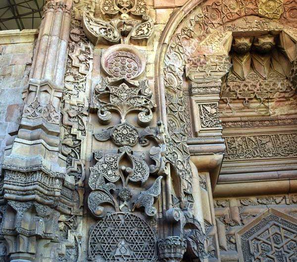 Divriği Ulu Cami Cennet kapısı veya Barok kapısı üzerindeki bezeme detayları - Divrigi Great Mosque Decoration details on the heavenly gate or Baroque gate
