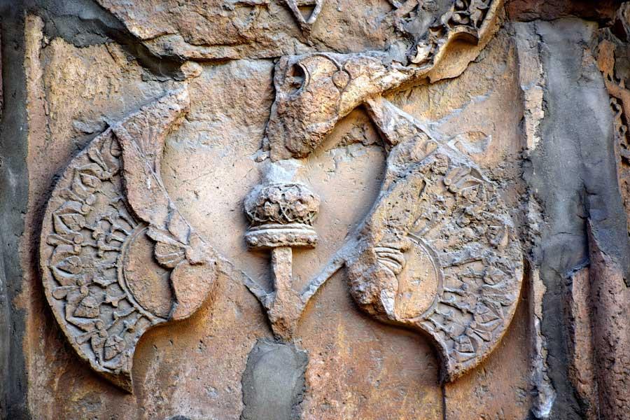 Divriği Ulu Cami Cennet kapısı veya Barok kapısı üzerindeki bezemelerde restorasyon çalışması - Divriği Gre Mosque Restoration work on the decorations on the heavenly gate