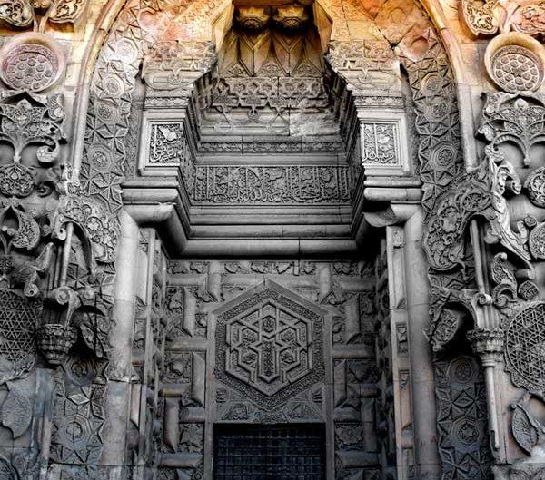 Divriği Ulu Cami Cennet kapısı veya Barok kapısı genel görünüm - Divrigi Great Mosque Heavenly gate or Baroque gate