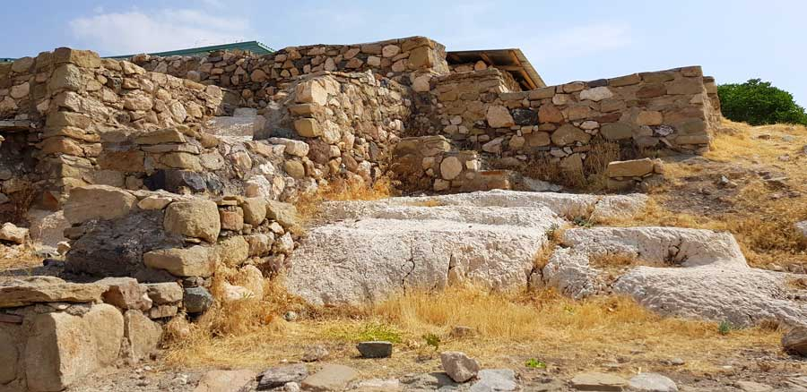 Harput kalesi içi ve Artuklu cami harabeleri - interior of the Harput fortress and ruins of the Artuqid mosque