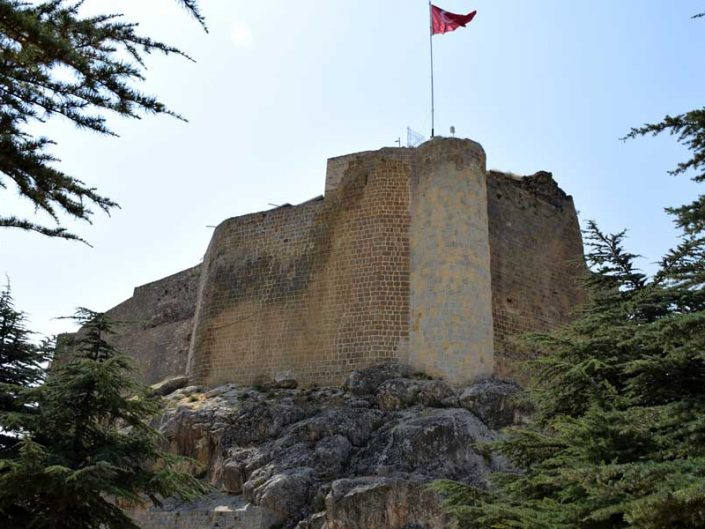 Harput kalesi restorasyon geçirmiş surları - Restored walls of Harput castle