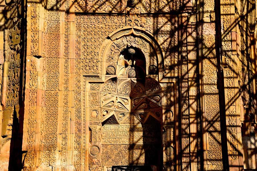 Sivas Divriği Ulu Cami Batı kapısı veya Tekstil kapısı - Divriği Great Mosque West Gate or Textile Gate
