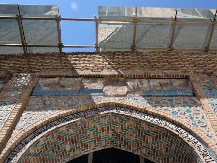 Eski Malatya Ulu Cami iç avlu taş süslemeleri ve yeni saçak - Old Malatya Great Mosque inner courtyard stone adornments and the new roofing