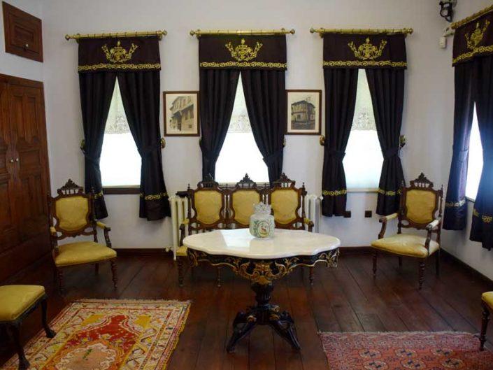 Atatürk ve Etnografya müzesi Atatürk'ün misafirlerini ağırladığı oda - In Ethnography Museum the room where Atatürk hosted his guests