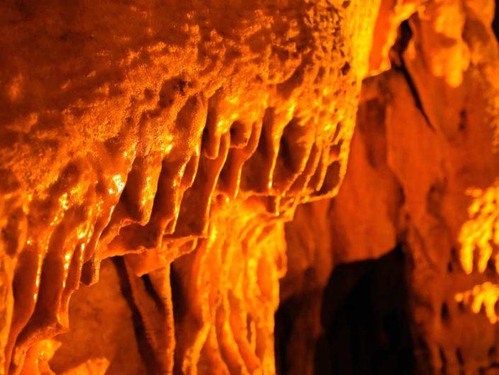 Ballıca mağarası veya Tokat İndere mağarası kireç taşı oluşumu - Limestone formation in Ballıca Cave