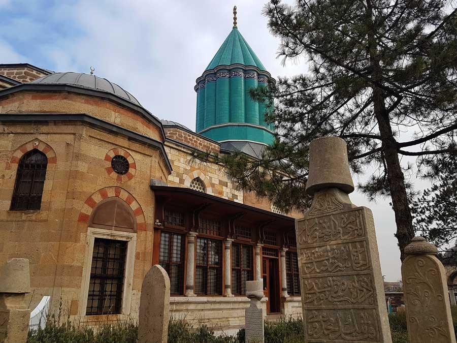 Mevlana müzesi, 14 fil ayaklı yeşil türbe kubbesi - Mevlana museum green dome with 14 pillars