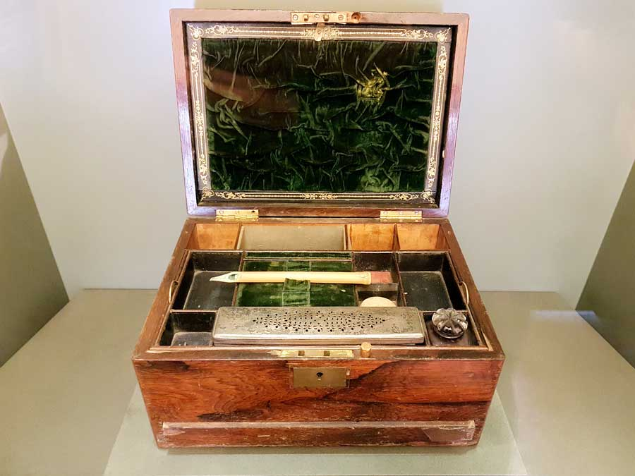 Mevlana müzesi Hattat çekmecesi 19.yy - Calligraphist drawer Ottoman 19th Century