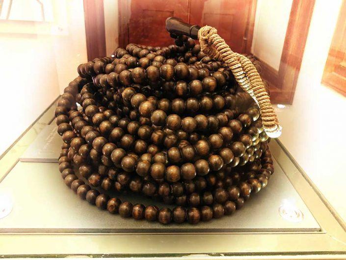 Mevlana müzesi Topkapı Sarayı'nda yetişen ıhlamur ağacından tespih, Osmanlı 1911 - Invocation prayer bead, made of the linden tree grown in Topkapı Palace, Ottoman 1911