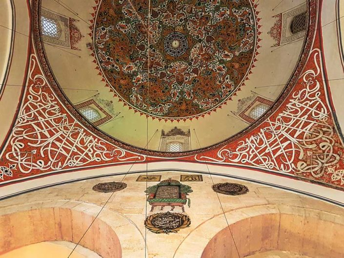 Mevlana türbesi kubbe altı - Mevlana mausoleum under the dome