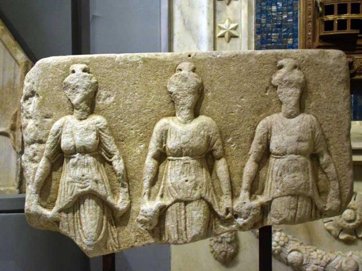 Tekirdağ Arkeoloji ve Etnografya Müzesi Nymphalar Hekate Herakles kabartması MÖ. 2.-1.yy - relief of Hekate Heracles and Nymphs 2nd-1st Centry B.C