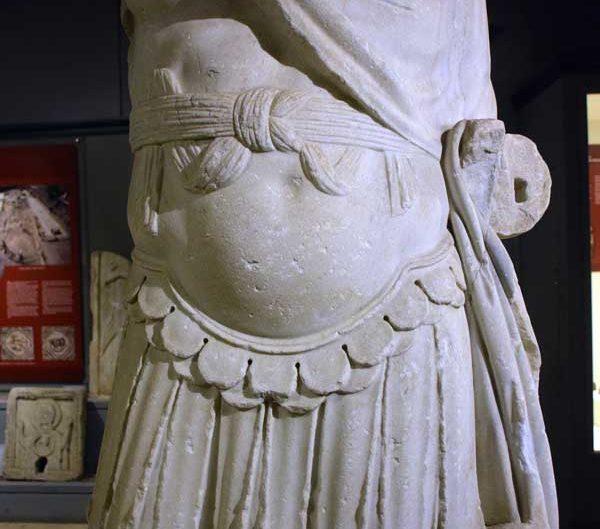 Tekirdağ Arkeoloji ve Etnografya Müzesi Roma dönemi imparator heykeli Perinthos MS. 3.yy - Statue of an emperor, Roman period 3rd Century AD