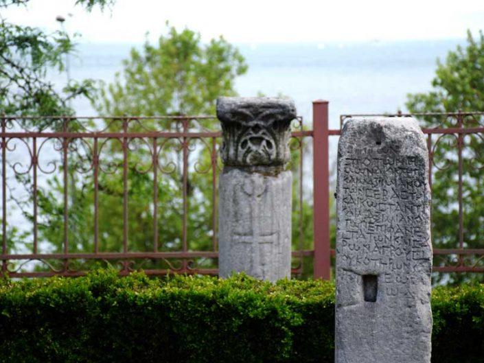 Tekirdağ Arkeoloji ve Etnografya Müzesi bahçesi ve mezar stelleri - Tekirdağ Archeology and Ethnography Museum garden and steles