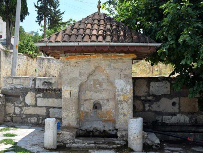Uşak İnay köyü yedi oluklu tarihi çeşmesi - Seven spouted historical fountain of Inay village