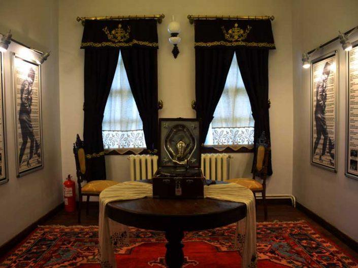 Uşak Atatürk ve Etnografya müzesi içi - interior of the Atatürk and Ethnography Museum