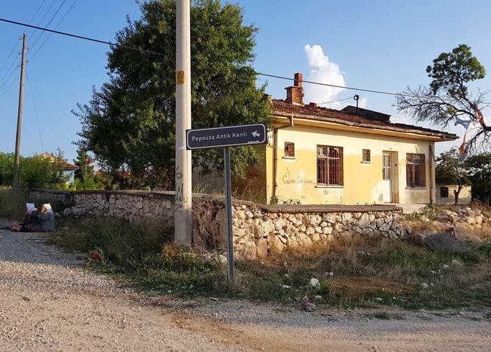 Uşak Pepouza veya Pepuza antik kenti yolu - Pepouza or Pepuza ancient city road
