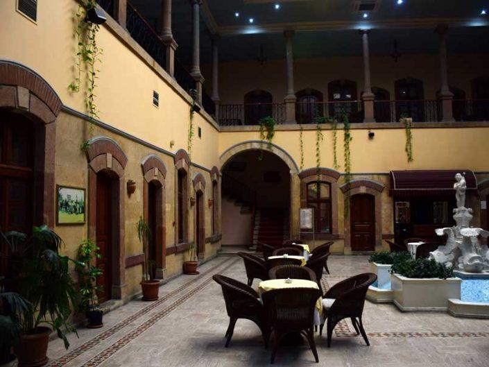 Uşak gezilecek yerler tarihi Dülgeroğlu han - Places to visit in Uşak, historical Dülgeroğlu Inn