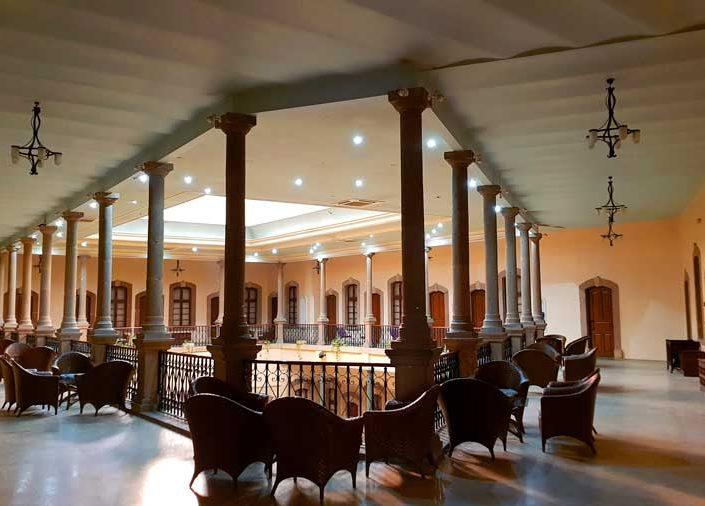 Uşak tarihi Dülgeroğlu han içi - interior of the historical Dulgeroglu Inn
