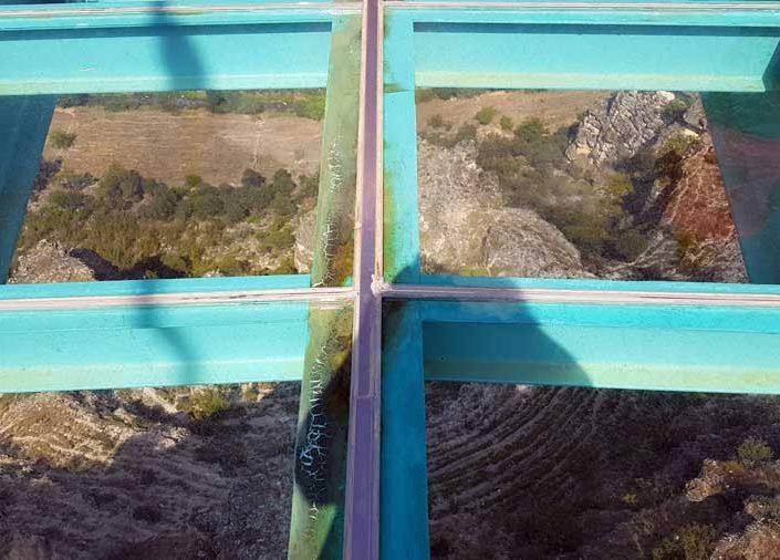 Ulubey kanyonu cam terası üzerinden aşağıya bakış - view of Ulubey canyon from the glass terrace