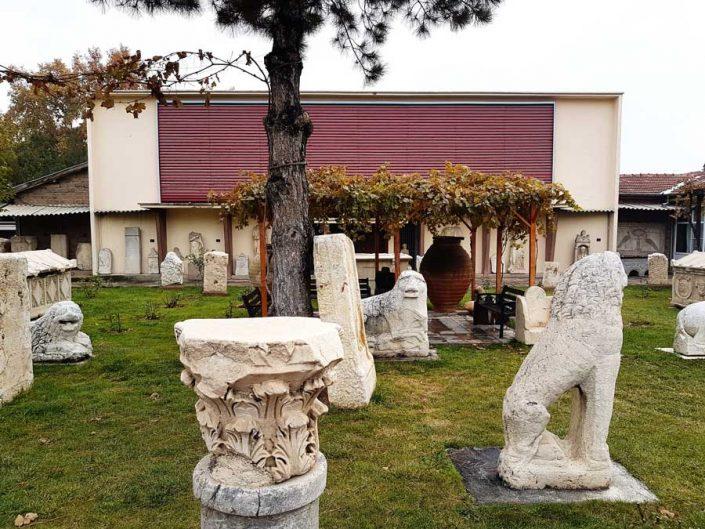 Konya Arkeoloji Müzesi binası ve bahçedeki tarihi eserler - Konya Archeology Museum building and historical monuments in the garden