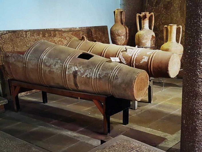 Konya Arkeoloji Müzesi eserleri fotoğrafları Pişmiş toprak lahit Roma dönemi - Konya Archaeological Museum ceramic sarcophagus Roman Period