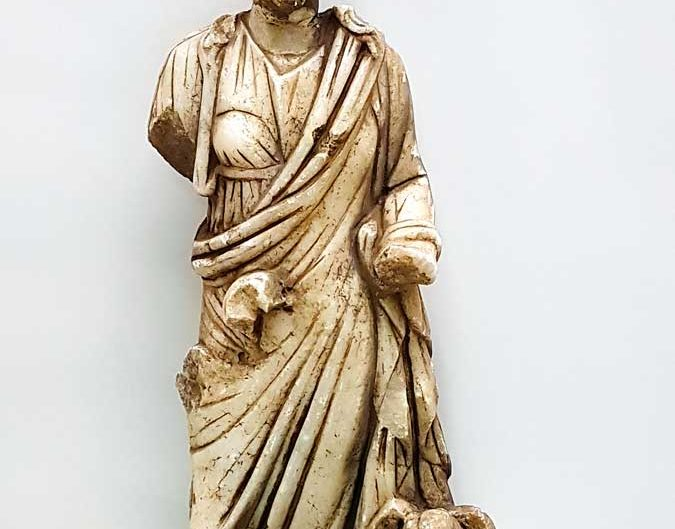 Konya Arkeoloji Müzesi fotoğrafları tanrıça heykeli - Konya Archaeological Museum sculpture of Goddess