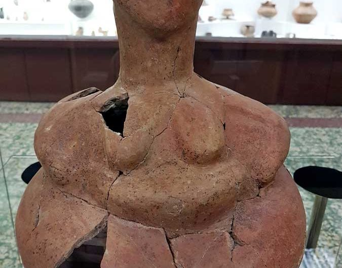 Konya Arkeoloji Müzesi insan biçimli kap (Antropomorf) MÖ 6000 - Konya Archeology Museum Anthropomorph pot B.C. 6000