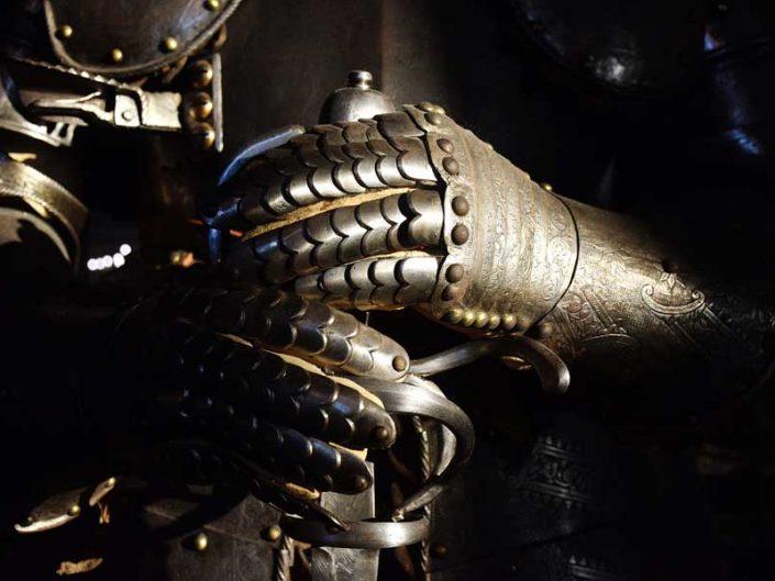 Torino Kraliyet Müzeleri Kraliyet Cephaneliği müzesi zırhlı şövalye detayı - Turin Royal Museums Royal Armory museum armored knight detail photos